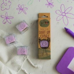 Glo Pals Light Up Water Cubes: Purple
